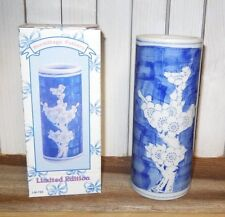 lot 30 - NEW IN BOX - Oriental Vases Ming Dynasty repro - floral blue white 6""