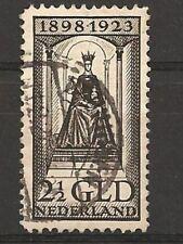 Nederland 130  25jr regeringsjubileum  2,5gld zwartbruin   1923 gestempeld