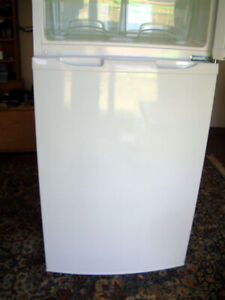 Replacement Bottom Door & Magnetic Seal for Zanussi Electrolux Fridge Freezer