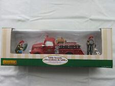 LEMAX Village Collection NOËL Figurines - Camion de Pompiers des Fêtes 93302