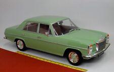 Mercedes /8 220 D W115 Strichacht 1972 hellgrün  1:18 - MCG 18116