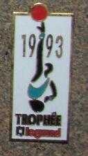 RARE PIN PINBACK BASKETBALL BASKET TROPHÉE 1993