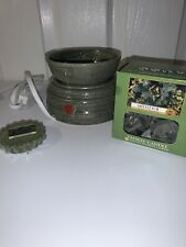 Yankee Candle Warmer with 12 Mistletoe Scented Tea Light Candles Brand New