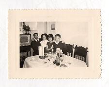 PHOTO Snapshot N&B Famille Poste Télé Télévision TV - Fête repas Table 1961