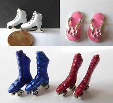 Rollschuhe Schlittschuhe Inliner Sandalen rot blau weiß Puppen Miniatur 1:12