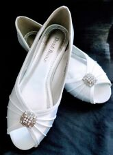 d333f4e4cc82 White Satin David s Bridal Shoes Never Worn Size 7.5 M 7 1 2 Low Heel