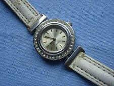Damen Armbanduhr mit Strass Lünette, Armband beige