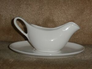 Maxwell & Williams Gravy Boat & Saucer, New with no packaging.