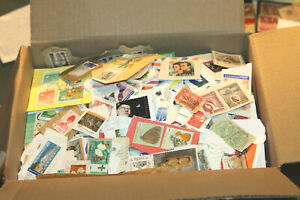 BOX OF WORLDWIDE CLIPPINGS  - UNCHECKED - ALL ERAS - COUPLE OF THOUSAND ITEMS