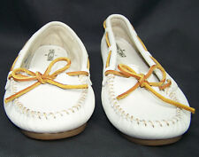 Minnetonka Womens 9 White Leather Moccasins Driving Boat Shoes Moc Flats A2