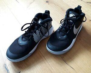 Nike Team Hustle Basketballschuhe Sportschuhe Hockeyschuhe Gr.39 schwarz
