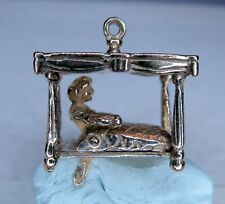 9ct GOLD CHARM - COUPLE IN BED - MOVES - VINTAGE   ................. A25