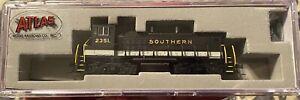 N-scale Model Railroad Car Atlas Southern Railway  Engine MP15DC