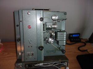 VINTAGE RCA MODEL 400 16MM PROJECTOR AND SPEAKER