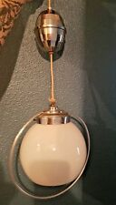 Suspension, lampe vintage design en métal chromé et verre, opaline blanche