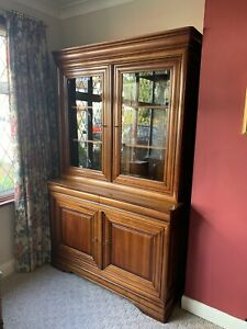 DINING ROOM GLASS DOOR DISPLAY CABINET WITH DRAWERS MATCHING TABLE & CHAIRS