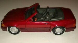 Maisto 1989 MERCED BENZ 500 SL BURGUNDY CONVERTIBLE 1:18 Scale Diecast Car EX/NM