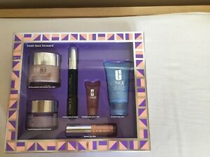 Clinique Fresh Face Forward Skincare Beauty Gift Set  RRP £85 NEW