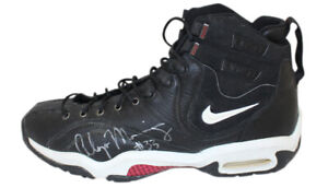 """Alonzo Mourning Signed Miami Heat 1997 Nike Air Black 18"""" Sneakers JSA 30938"""