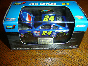 Jeff Gordon #24 DUPONT / PEPSI 2001 1/64 Revell Hood Open W/Acrylic Case