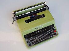 Macchina da scrivere Olivetti Lettera 32 verde designed Marcello Nizzoli