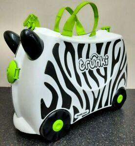 Trunki Zebra Ride-on Kids Suitcase - Black +White, Green Straps