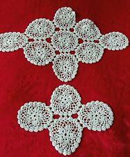 Dos Vintage mano encaje de ganchillo de algodón verde menta Tapetes O Tapetes De Mesa ~