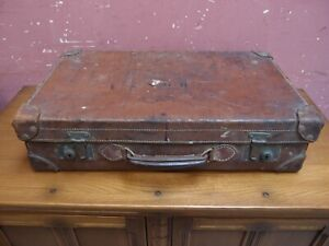 ANTIQUE HEAVY DUTY LEATHER SUITCASE WORKING CATCHES GOOD HANDLE INITIALED H.O.N.