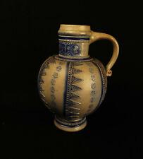 8764:Westerwald Kanne um 1900 Medaillon mit Namen: LUCAS DE WAELAU;Historismus.