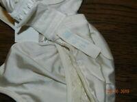 Women's Bra Pretty Ivory Lace Playtex Secrets Brand Size 36C Underwire