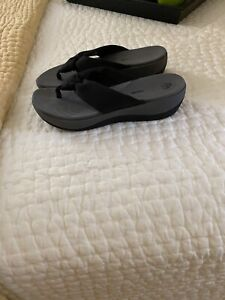 Cloudsteppers by Clarks Black & Gray Soft Cushion Thong Sandal Size 7M