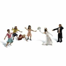 Painted Wedding Bouquet Toss (OO/HO figures) Woodland Scenics A1932 free post