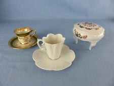 Porcelaine blanche de LIMOGES lot 2 tasses et une boite à bijoux tripode dorures