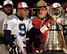 2004 Toronto Argonauts MVP Damon Allen with Grey Cup  8 X 10 Photo Free Shipping