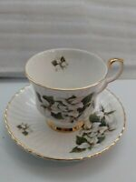 VINTAGE ROYAL WINDSOR FINE BONE CHINA ENGLAND WHITE TRILLUUM