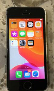 Apple iPhone SE - 32GB- Space Gray (Unlocked) A1662 (CDMA + GSM)