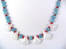 Blauer und weißer Achat mit kleinen Korallen  Bildschönes Collier  Unikat