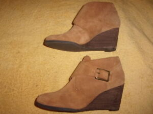 Lucky Brand wedge Boots WOMEN'S SIZE: 9 B