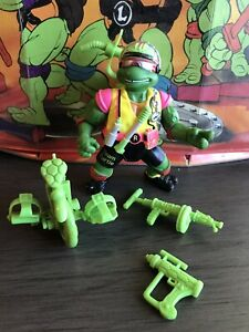 TMNT Sewer Spitting Cyclin' Raph With Accessories Teenage Mutant Ninja Turtles