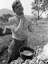 WW2 Photo WWII  10th Mountain Division Soldier Shaving  Italy 1944  / 1405