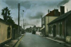 Carte Postale ancienne Le Perrier grande rue et la poste 85 Vendée