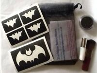BOYS BATMAN GLITTER TATTOO KIT - GLUE/STENCILS/BLACK GLITTER/BRUSH