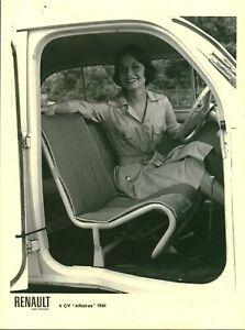 Photo de presse réédition Renault 4 CV usine Billancourt modèle 1961 affiche A3