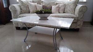 Iris / Couchtisch Stubentisch Designtisch Tisch Weiß Glanz & matt