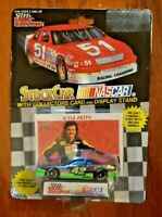 VINTAGE NASCAR DIE CAST – KYLE PETTY – 1/64 SCALE – COLLECTOR'S CARD + DISPLAY S