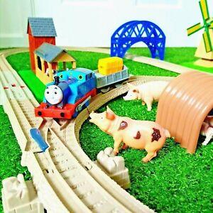 Thomas TrackMaster Bundle Motorised Train Set McColls Farm Stables Bridge Tracks