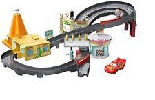 Disney Cars Playset Pista Radiator Springs con Saetta McQueen