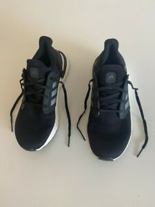 LATEST EDITION ADIDAS ULTRA BOOST MENS SHOES BLK/WHT SIZE 10.5 US LIKE NEW