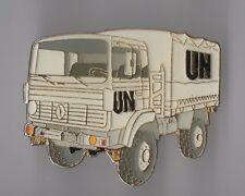 Pin's camion de l'armée Renault UN (Signé J-Y Segalen collection)
