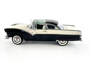 Danbury Mint 1955 Ford Fairlane Crown Victoria 1:24 Die Cast EUC Car